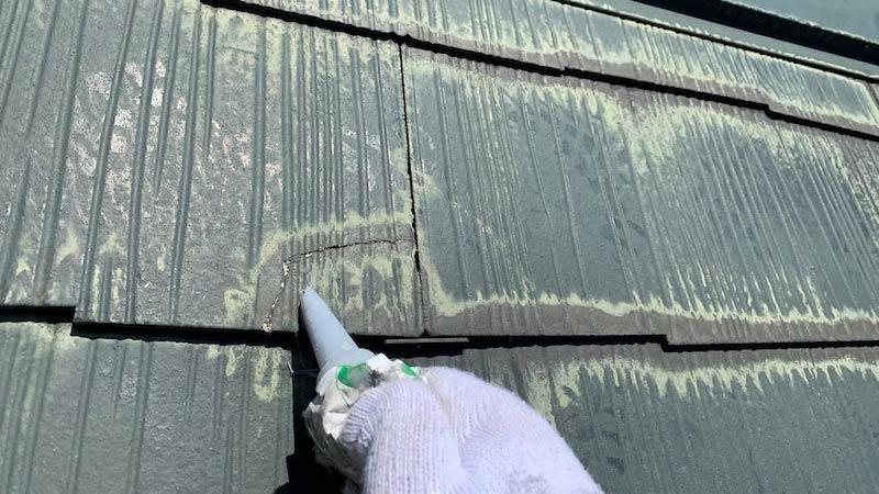 屋根塗装のクラック補修
