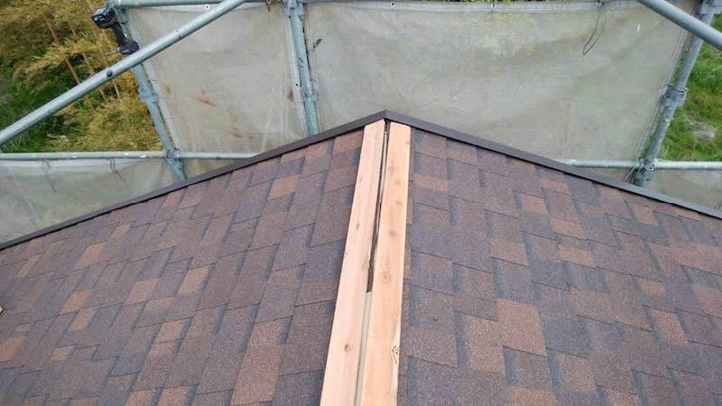 アスファルトシングル屋根の棟下地の施工