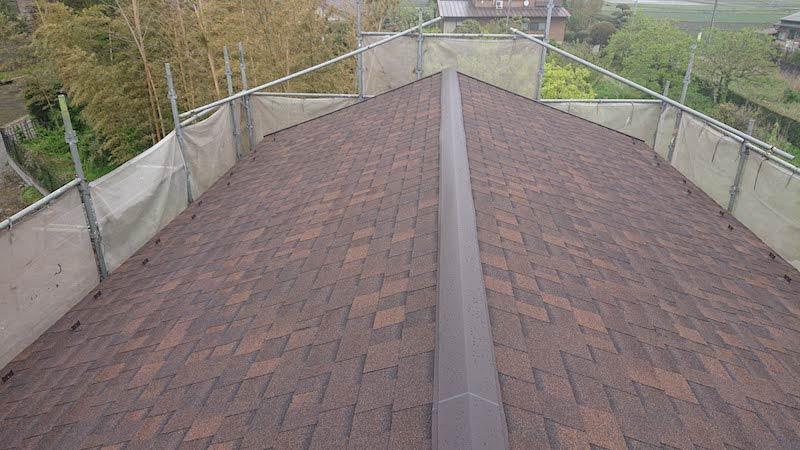 トタン屋根の葺き替え工事の施工後の様子