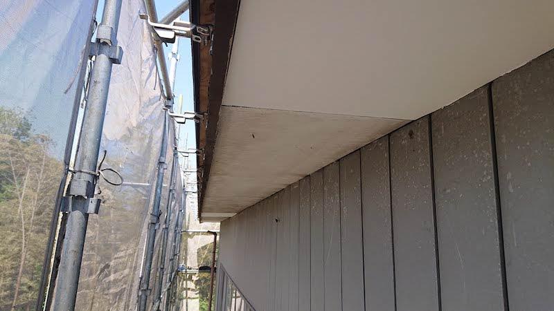 軒天の新しい板の設置