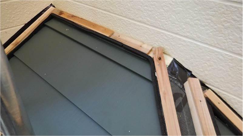 した屋根のガルバリウム鋼板の施工