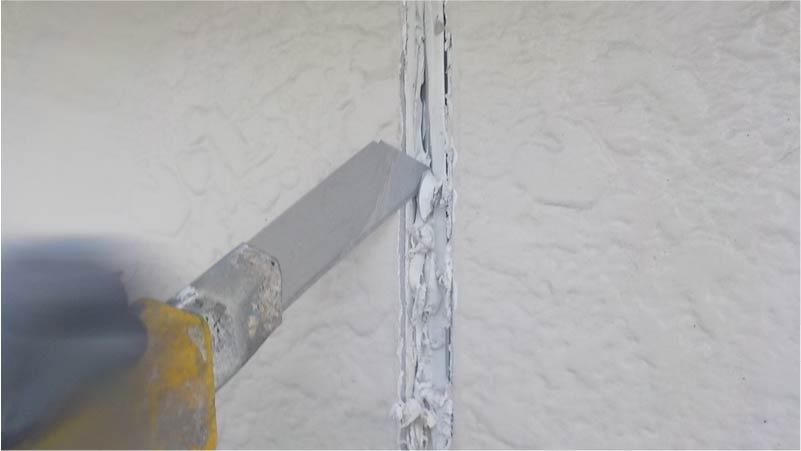 外壁のコーキングの撤去