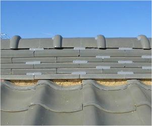 棟瓦の正しいラバーロックの工法