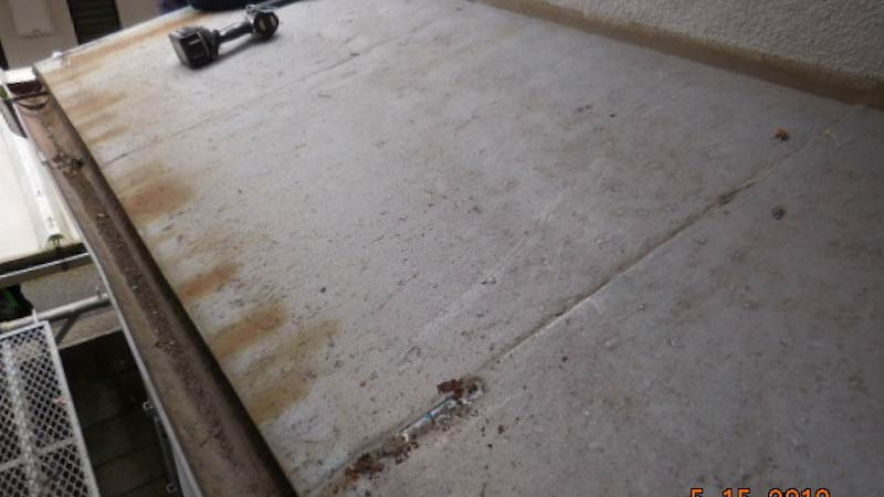 錆びが発生した鉄板の屋根