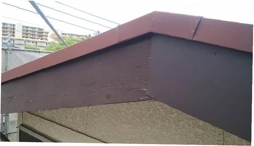 破風板板金工事の施工中の様子