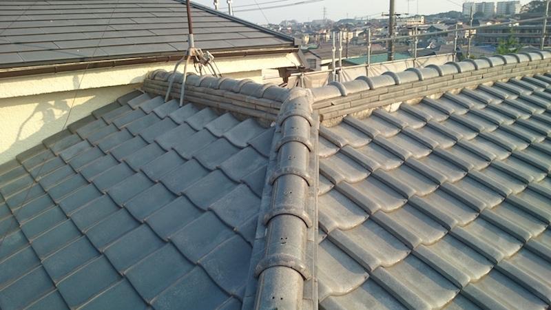漆喰が劣化した日本瓦の屋根
