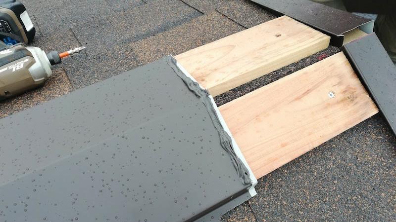 屋根の棟板金の施工後の様子