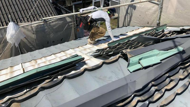 大屋根の屋根材の撤去