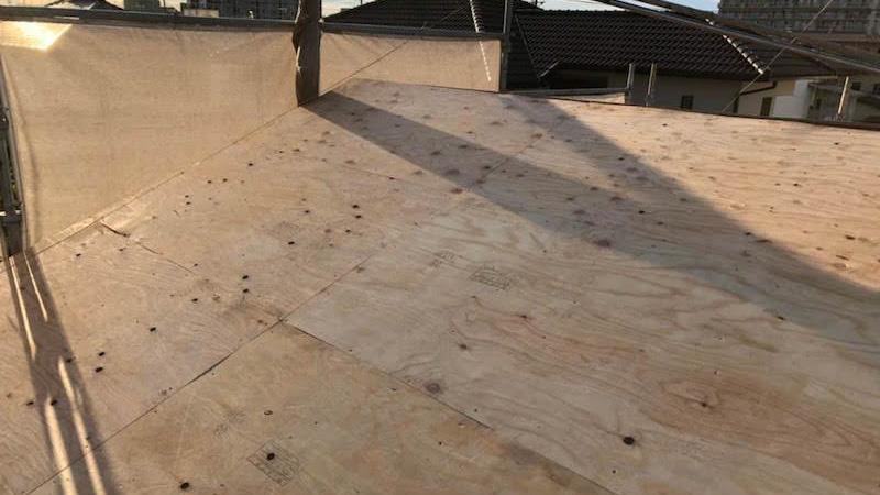 大屋根の野地板の施工