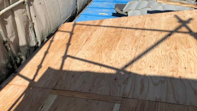 下屋根の野地板の施工