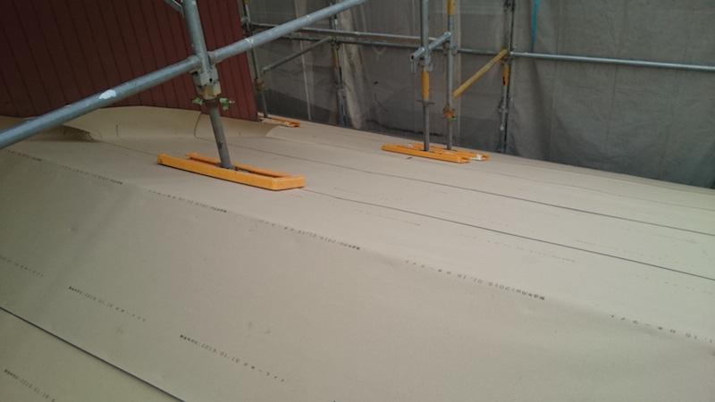 下屋根のルーフィングの施工
