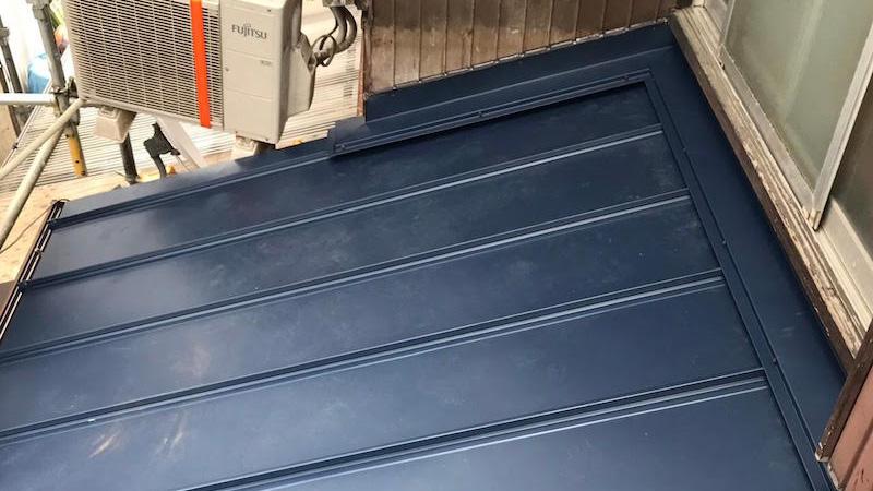瓦棒の葺き替え工事の施工後の様子