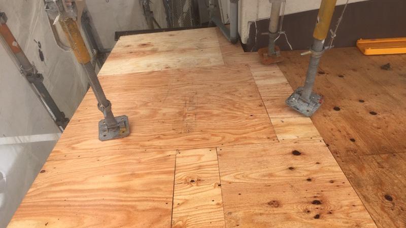 屋根葺き替え工事のコンパネの施工