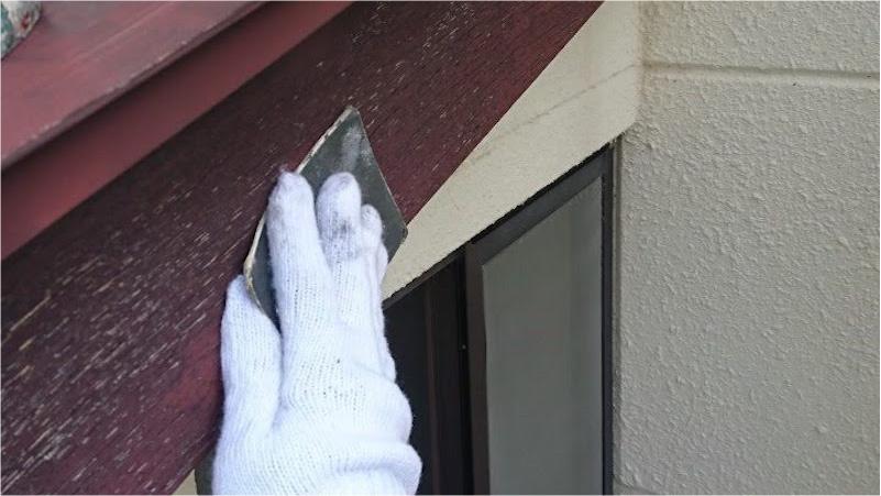 破風板塗装のケレン作業