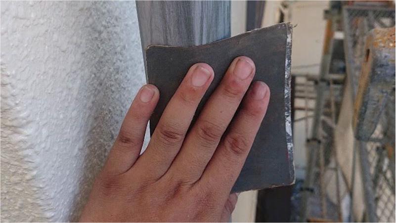 雨樋塗装のケレン作業