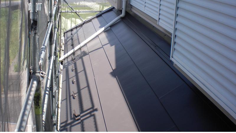 下屋根の屋根板金の施工