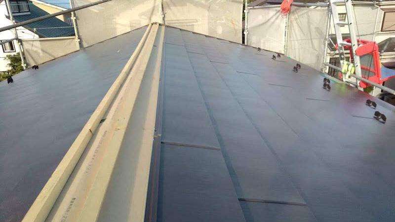 ガルバリウム鋼板屋根の施工