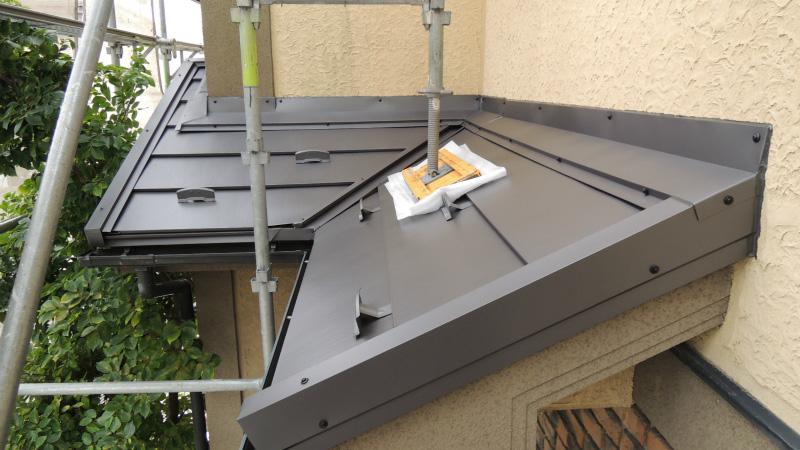 下屋根のガルバリウム鋼板屋根の施工