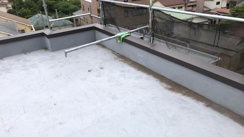 屋上の笠木の交換工事の施工後の様子