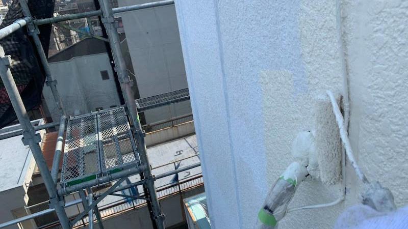外壁塗装の中塗り