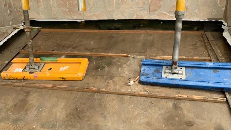 下屋根の既存屋根材の撤去