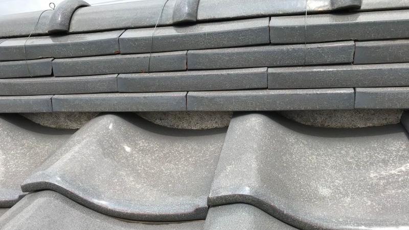 屋根瓦の漆喰補修工事の施工前の様子