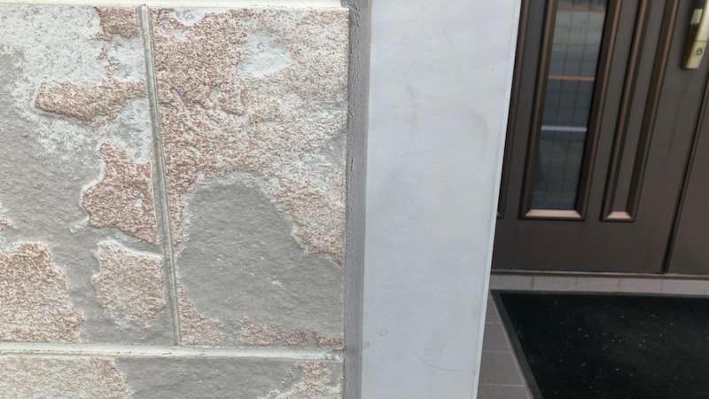 外壁のコーキングの交換工事の様子
