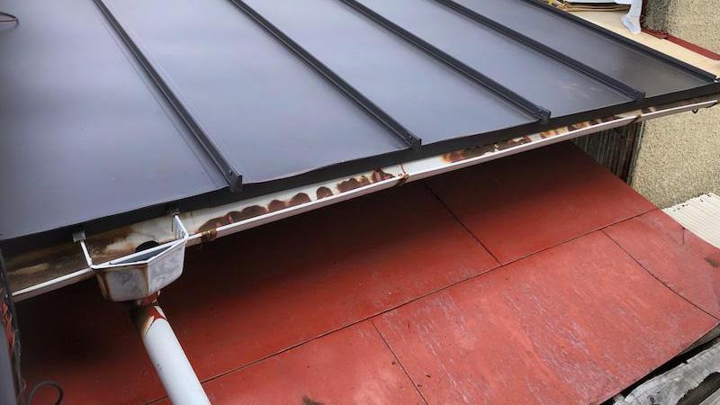 下屋根の張り替え工事