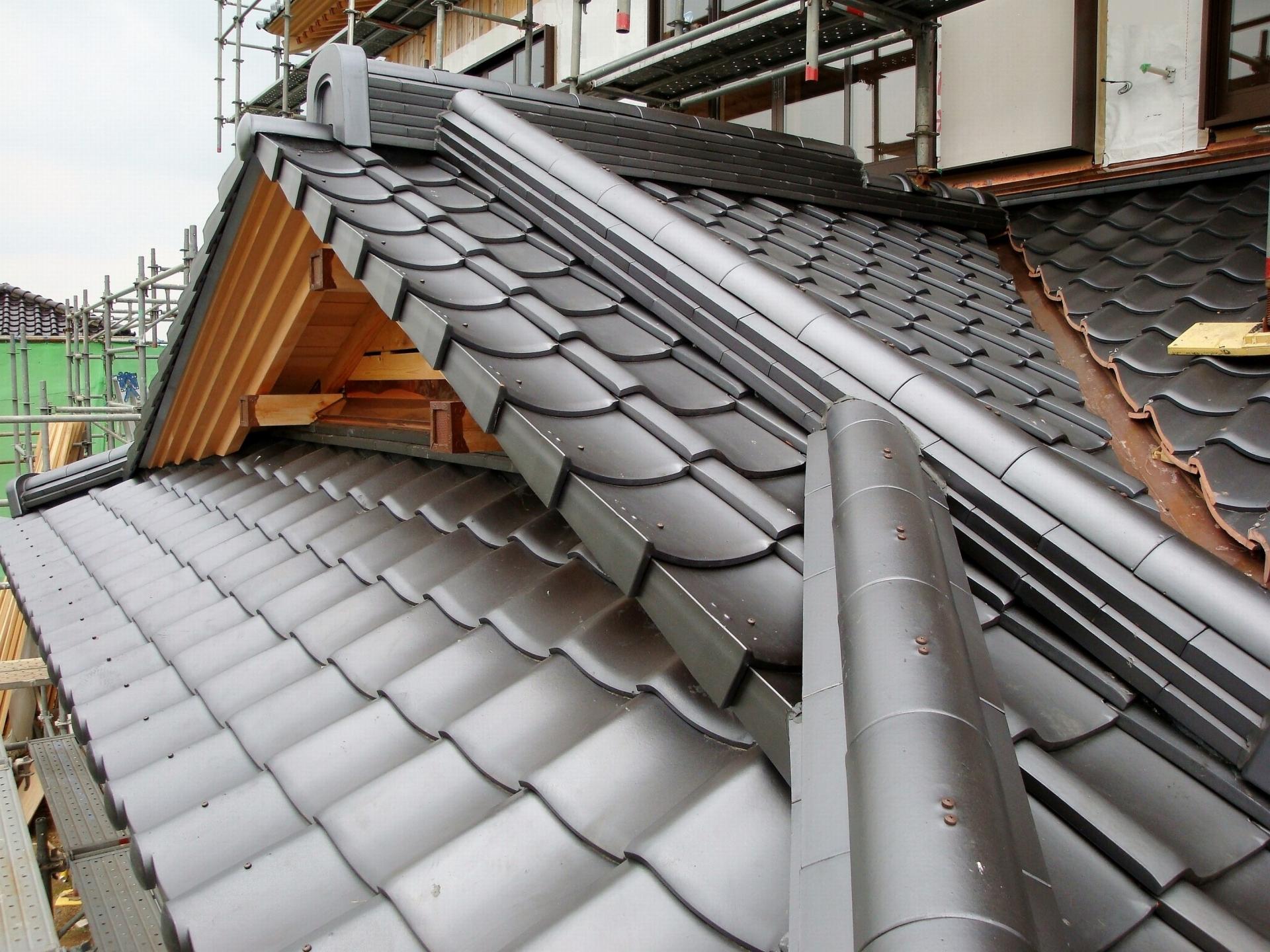 瓦葺き替え後の日本瓦の屋根