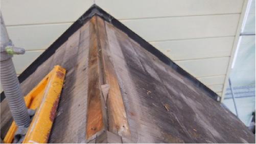 既存の棟板金の撤去