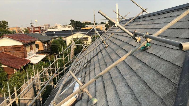 屋根塗装の下塗り後の様子