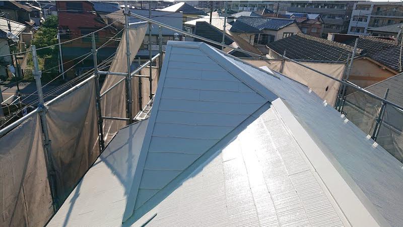 スレート屋根の上塗り