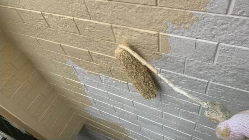 市川市の外壁・屋根塗装の中塗り