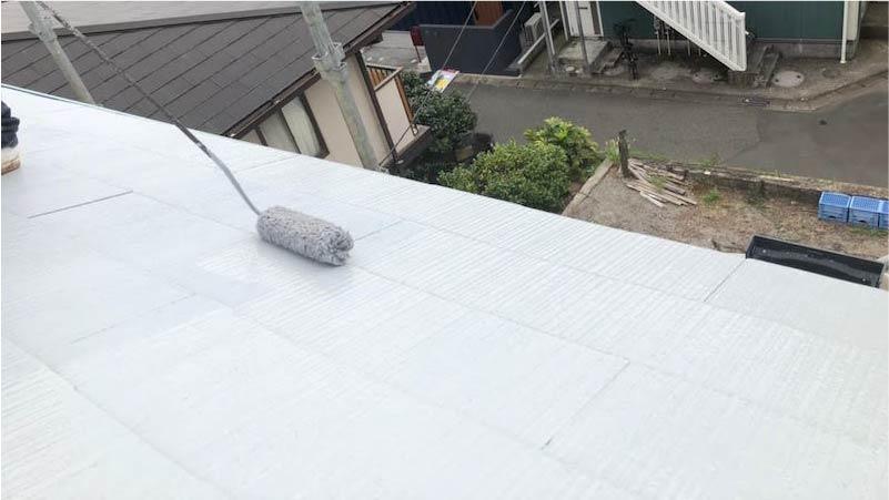 市川市の屋根塗装の中塗り