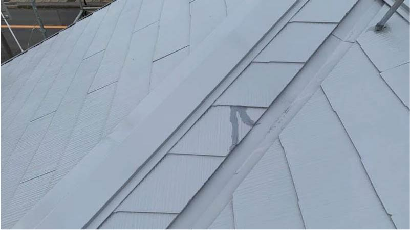 市川市の屋根塗装のひび割れ補修