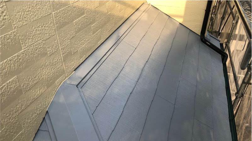 市川市の屋根塗装の下屋根の上塗り