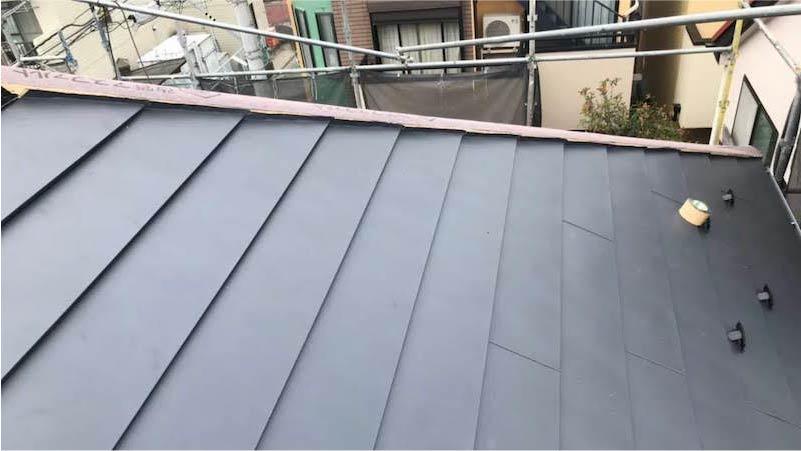 三郷市の屋根リフォームの屋根材の施工