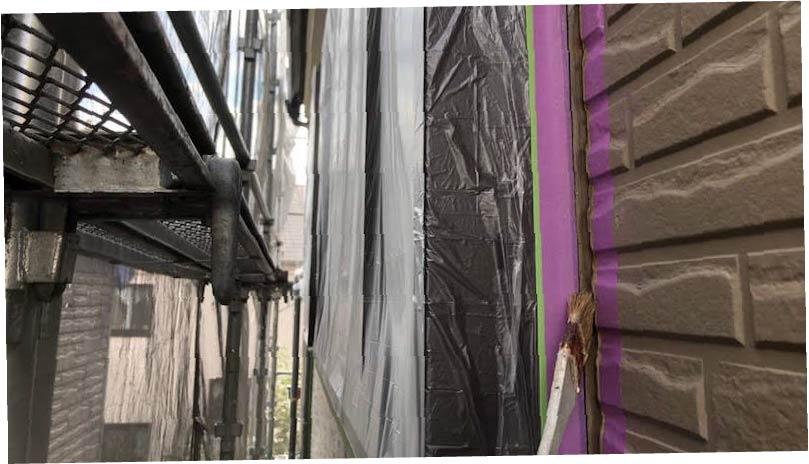 三郷市の外壁塗装のコーキングのプライマーの施工