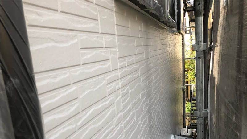 三郷市の外壁塗塗装の上塗り