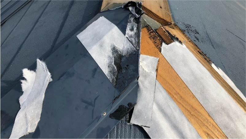 船橋市の棟板金工事の棟板金の撤去
