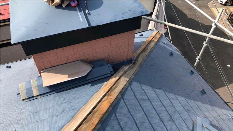 船橋市の棟板金交換工事の棟板金の撤去