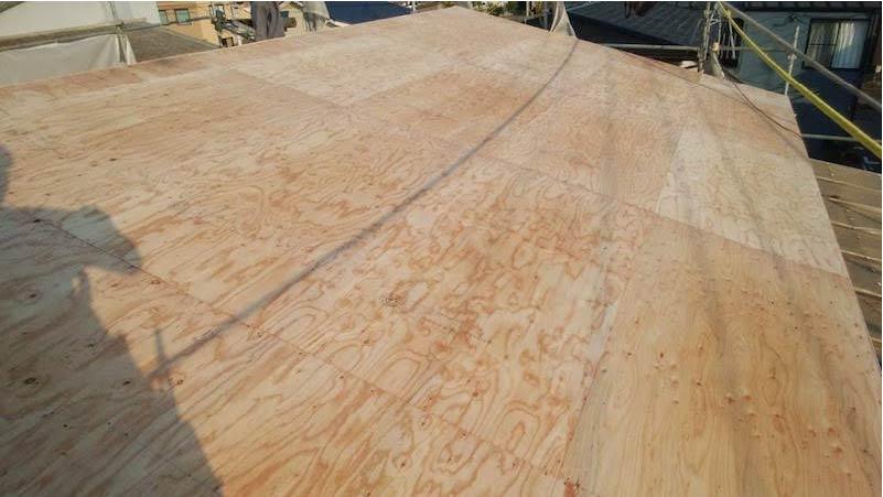 柏市の屋根葺き替え工事の野地板の施工