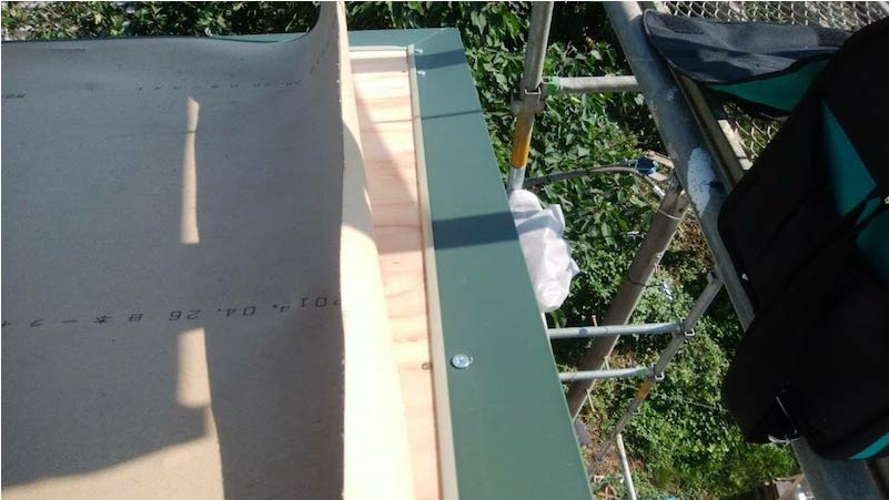 柏市の屋根葺き替え工事の役物の施工