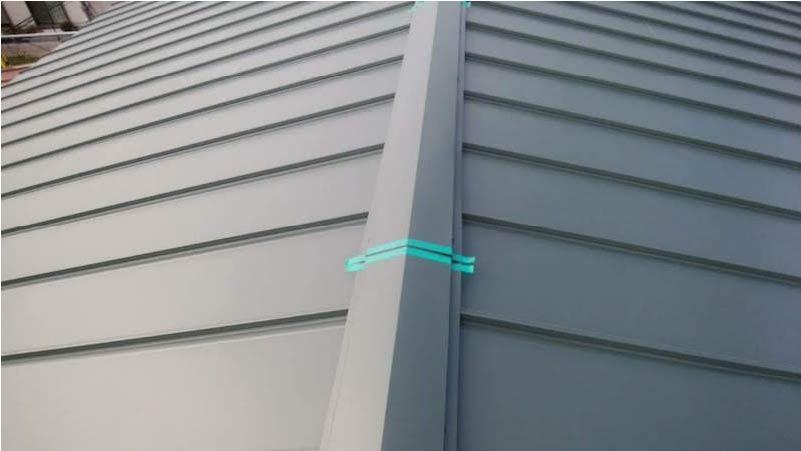 柏市の屋根葺き替え工事の屋根板金の施工