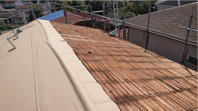 松戸市の屋根葺き替え工事のトタン屋根の撤去解体