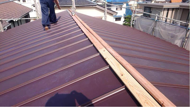 松戸市の屋根葺き替え工事のルーフィングの施工