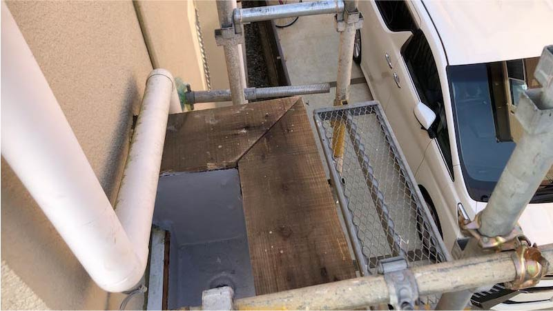 葛飾区の笠木の交換工事の既存の笠木の撤去