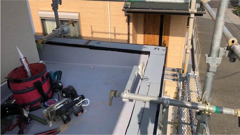 葛飾区の笠木の交換工事のルーフィングの施工