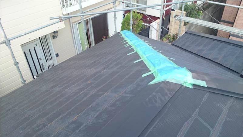 台風で飛散した棟板金の応急処置