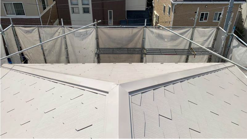 越谷市の屋根塗装の中塗り